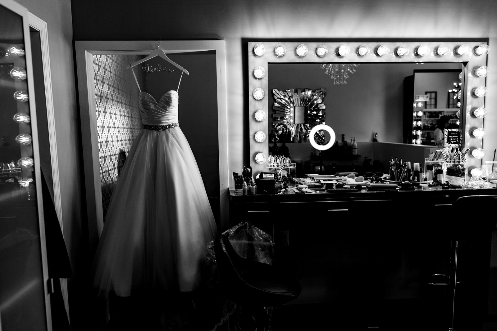 getting_ready_salon_wedding_day_stuart_wedding_photographer-3.jpg