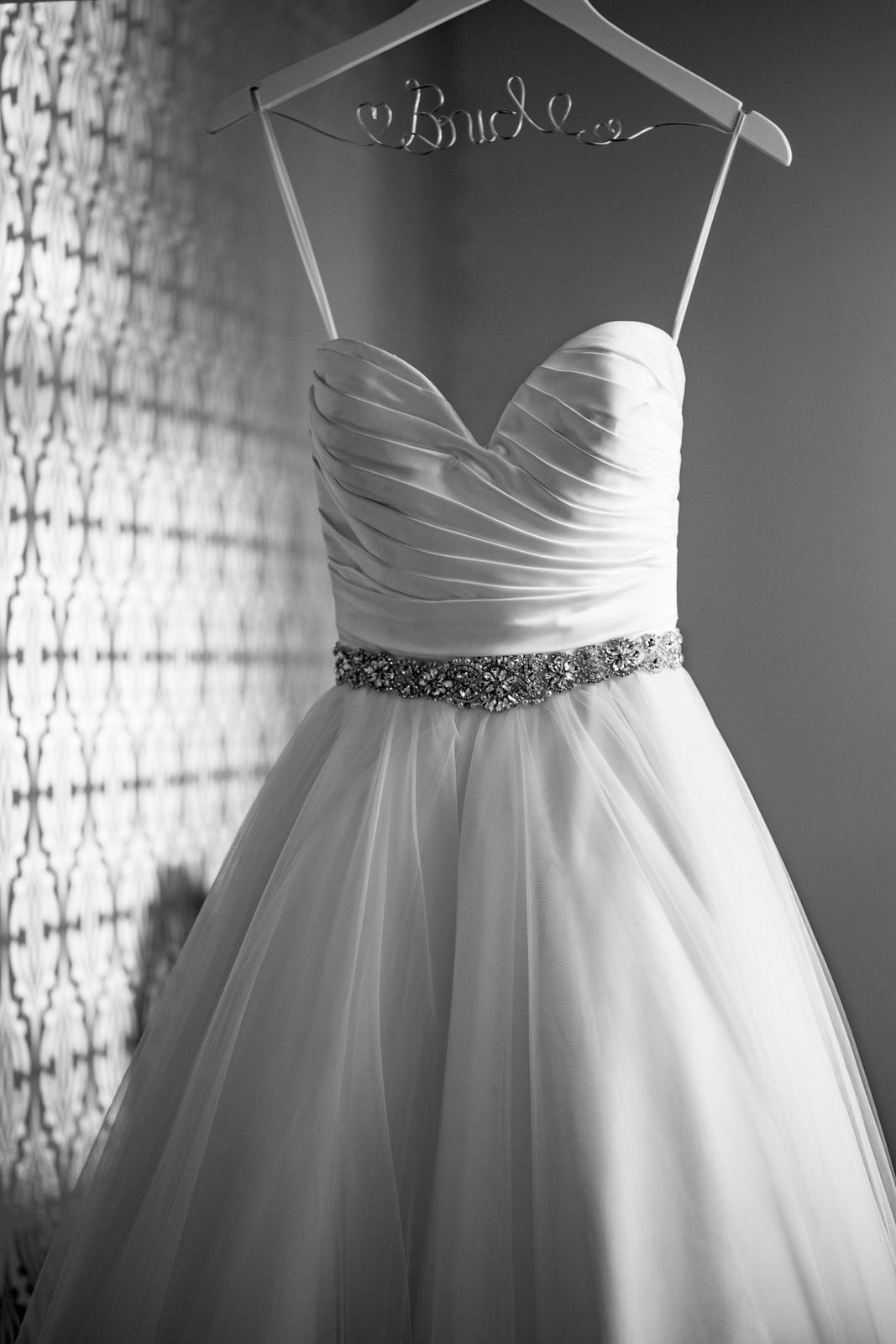 getting_ready_salon_wedding_day_stuart_wedding_photographer-6.jpg