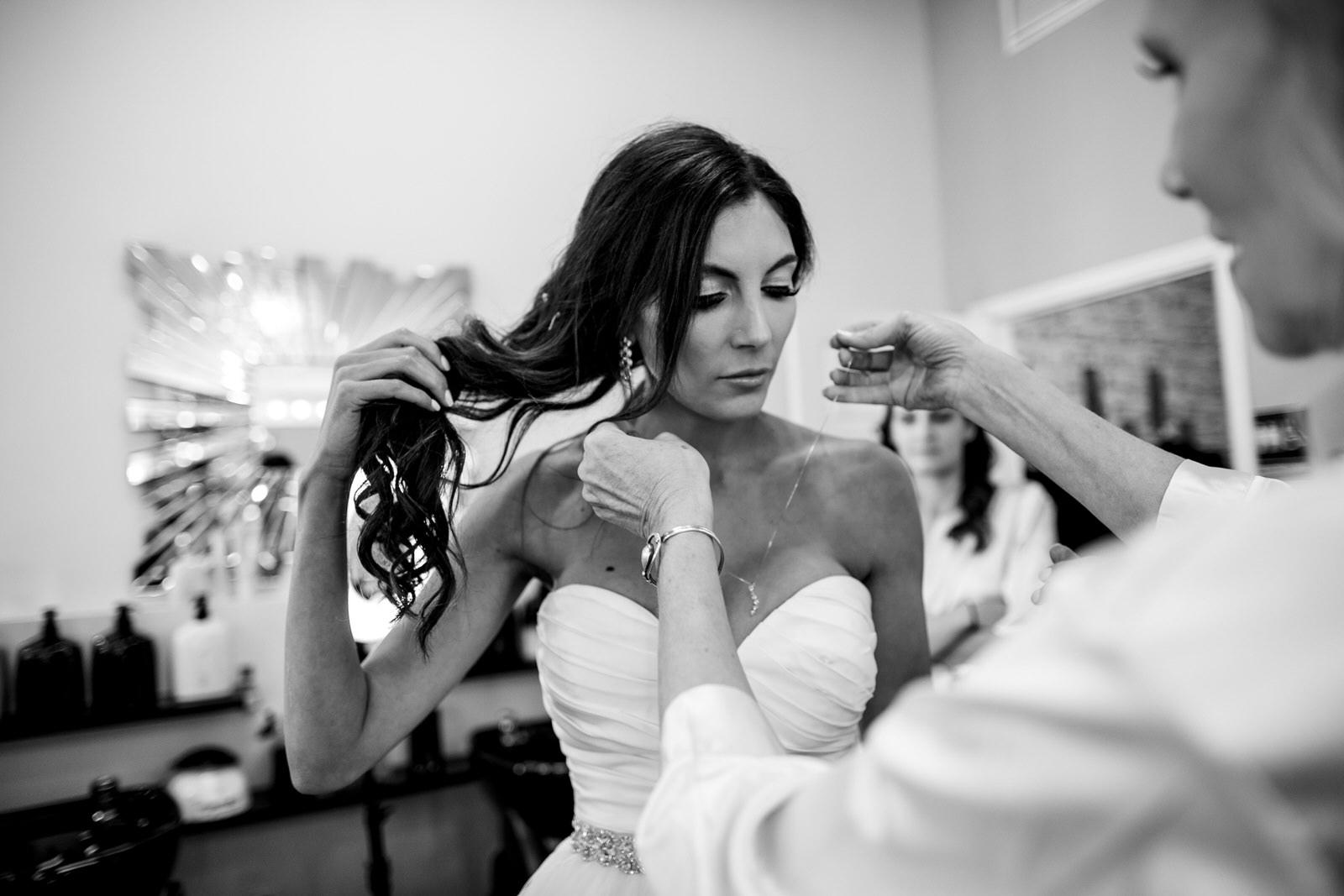getting_ready_salon_wedding_day_stuart_wedding_photographer-152.jpg