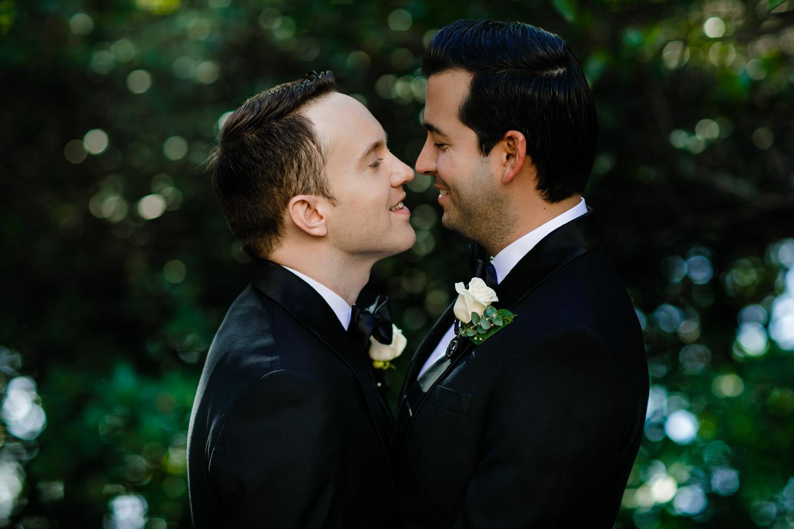 vizcaya_elopement_intimate_wedding_groom_portraits-13.jpg