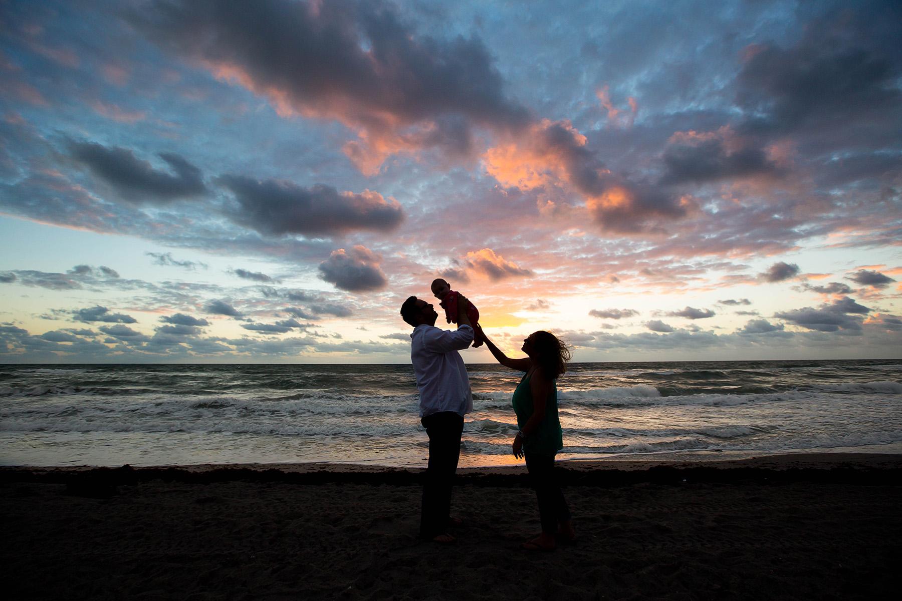 florida-destination-family-photography-sunrise-beach.jpg