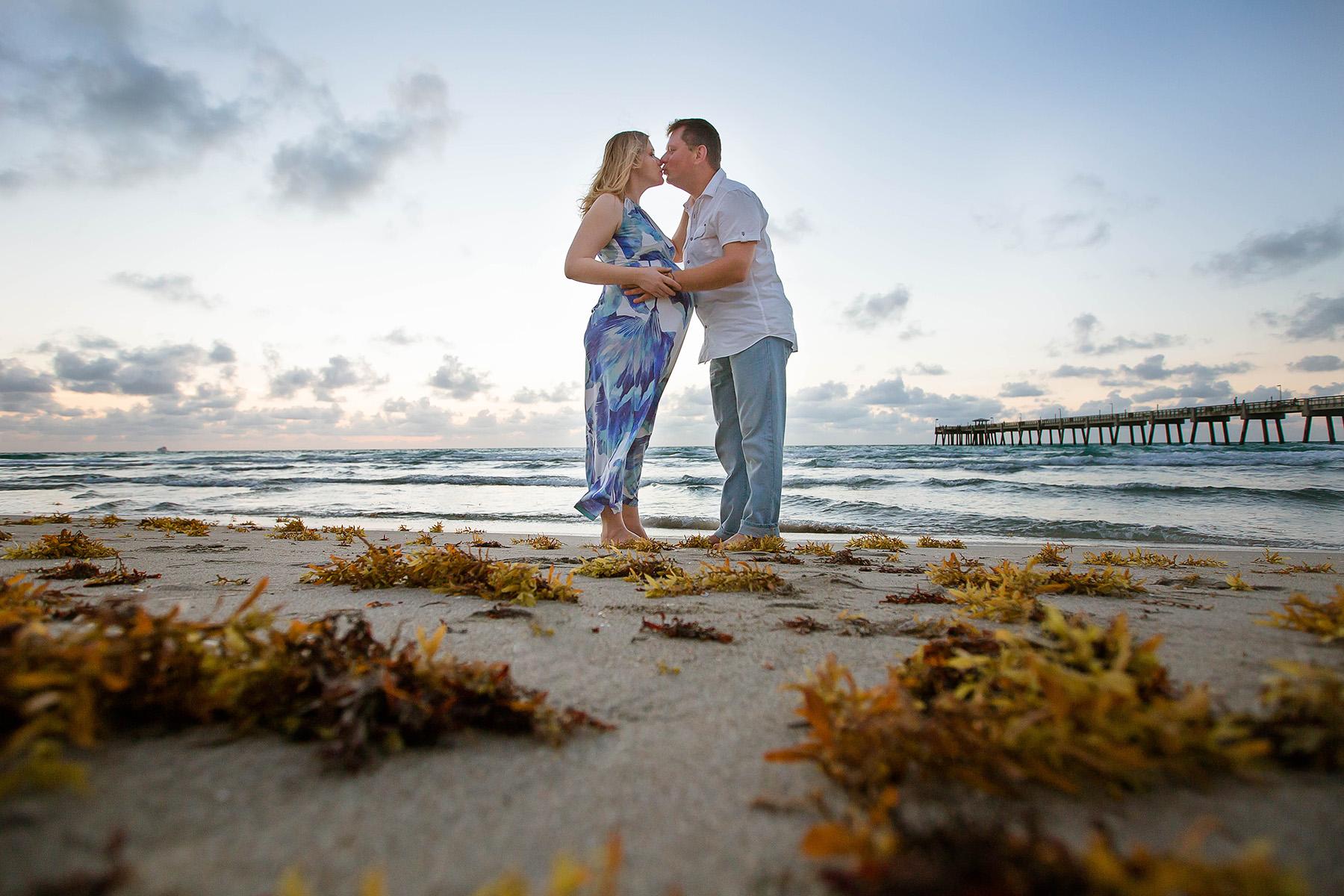 hollywood-pregnancy-photographer-kiss-seaweed-sunrise-portraits.jpg