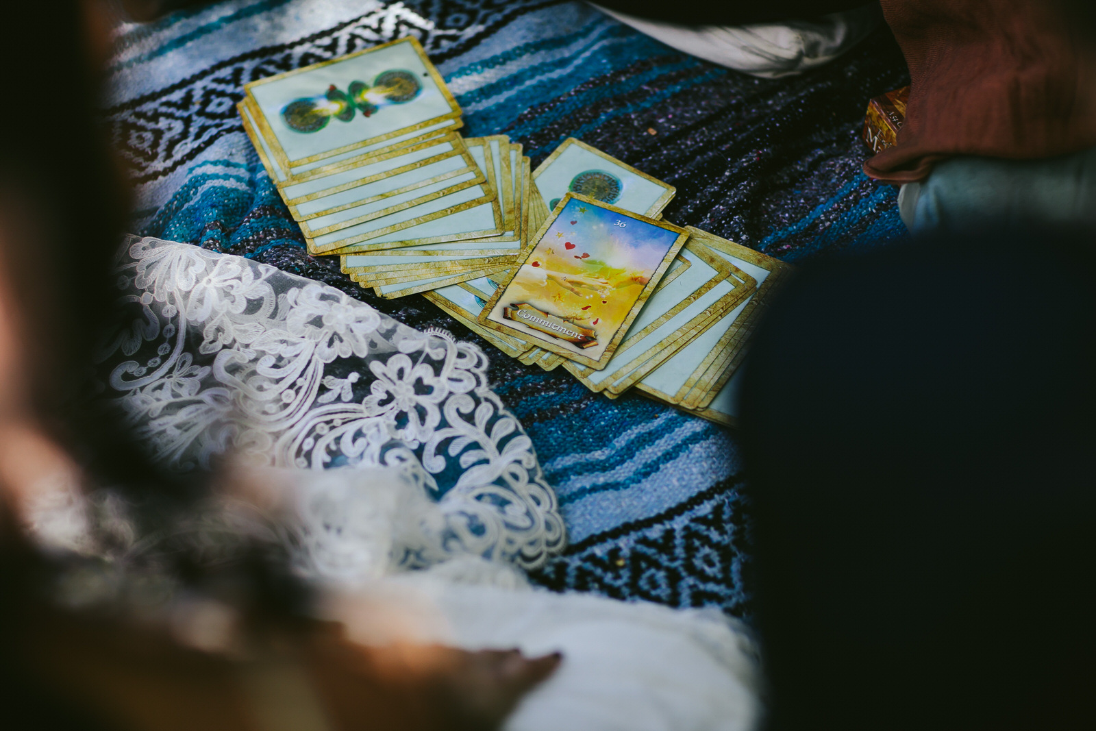 tarot-cards-wedding-guests-psychic-readings