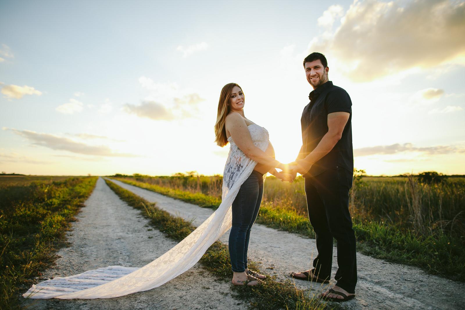 everglades-pregnancy-portraits-florida-maternity-photographer-tiny-house-photo.jpg