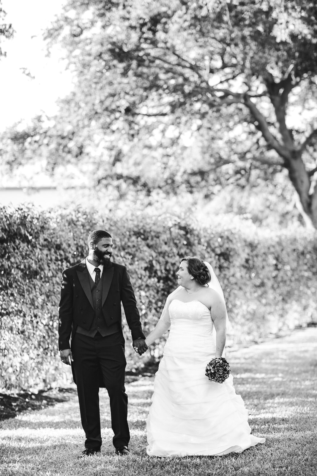 classic-bride-and-groom-portrait-tiny-house-photo-intimate-weddings.jpg