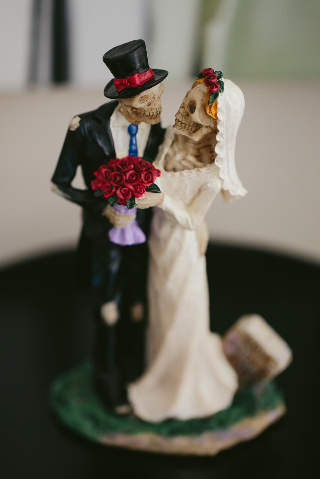 hollywood_estate_wedding_dios-de-las-muertos-cake-topper.jpg