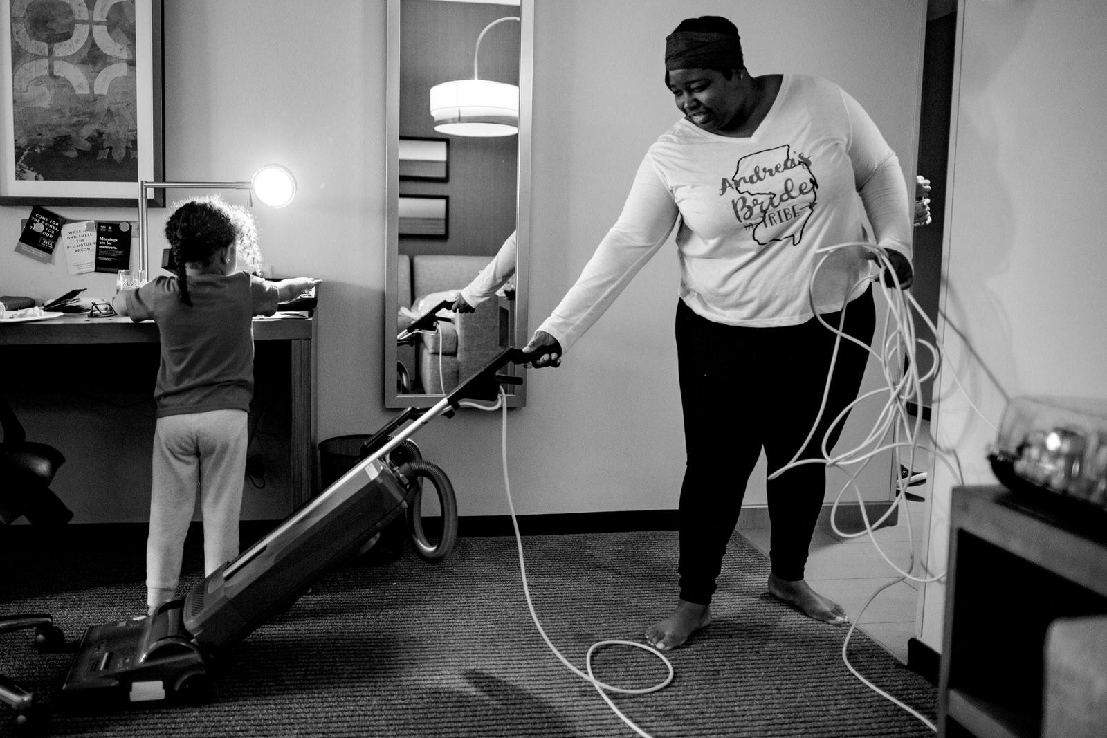 documentary-wedding-photography-tiny-house-photo-bride-vacuuming
