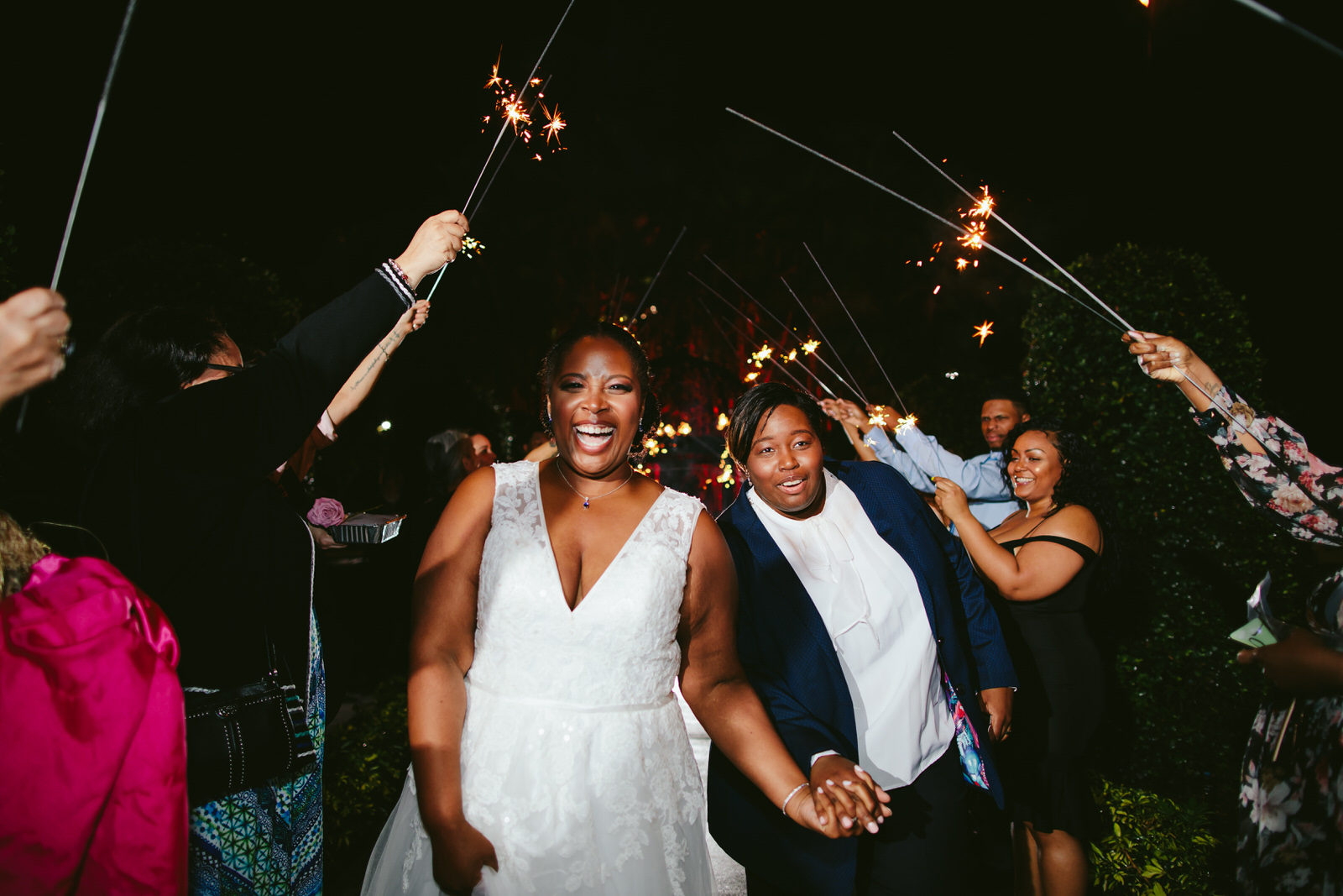Benvenuto_Wedding_Reception_Tiny_House_Photo_Sparkler_Exit.jpg