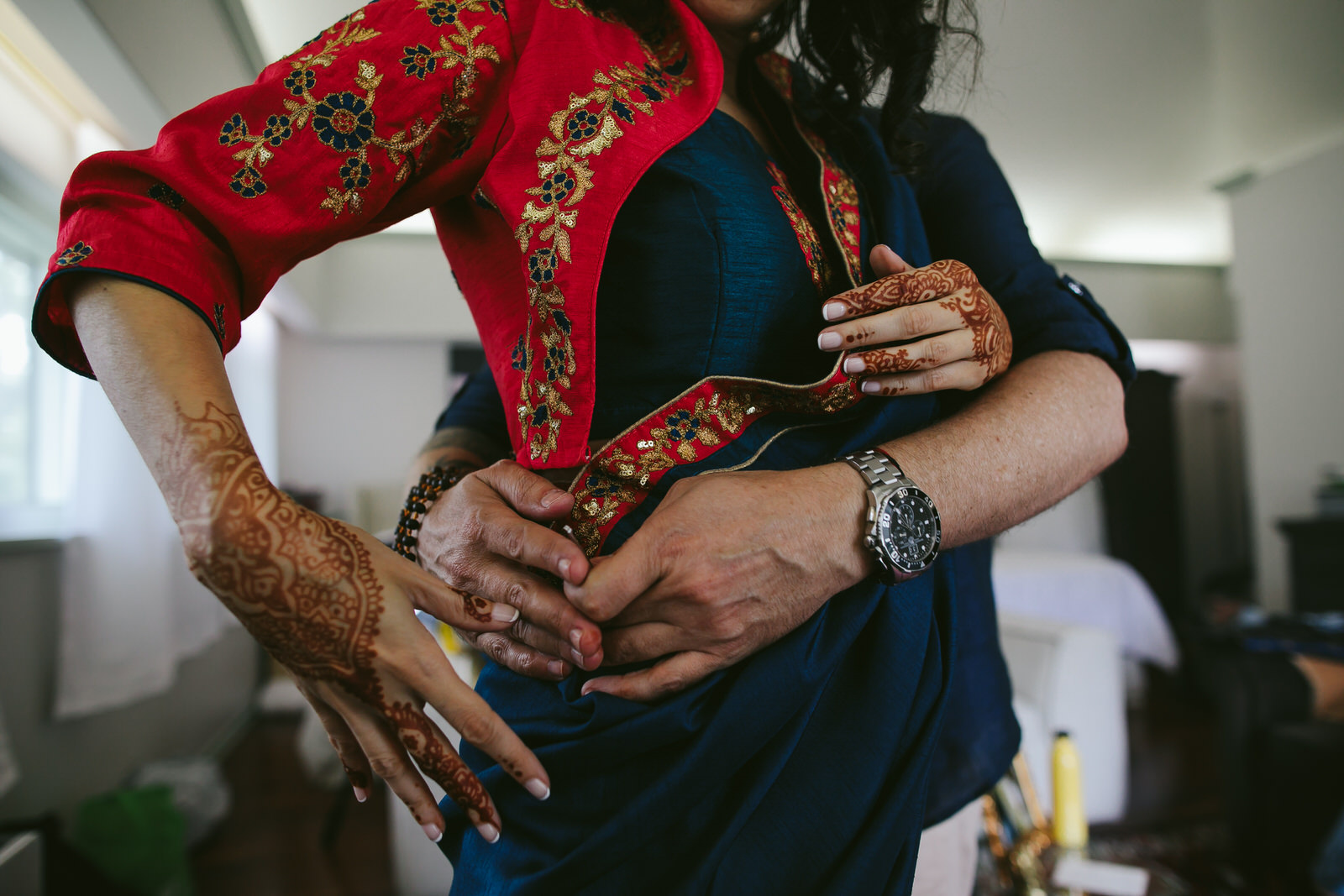 hands-kashi-ashram-sari-getting-ready-wedding-weekend
