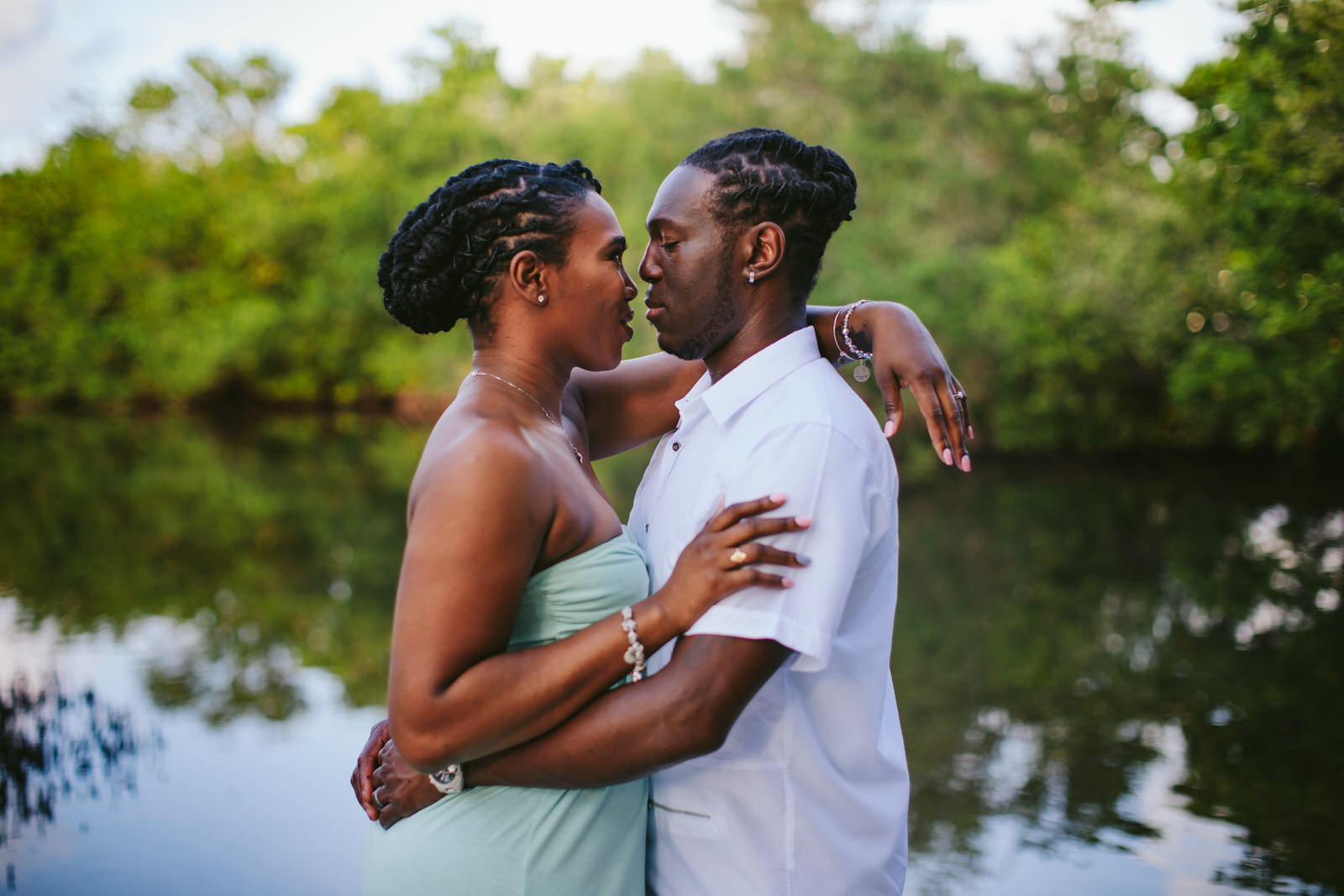 tropical-destination-engagement-portraits-tiny-house-photo-florida-wedding-photographer-13.jpg