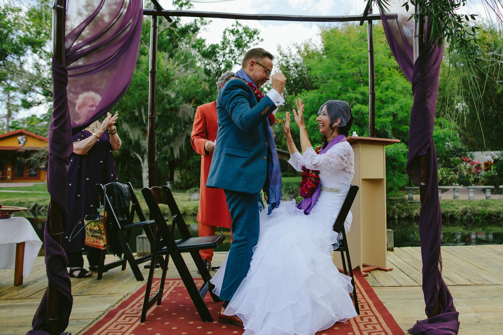 kashi-ashram-wedding-ceremony-excitement-moment.jpg
