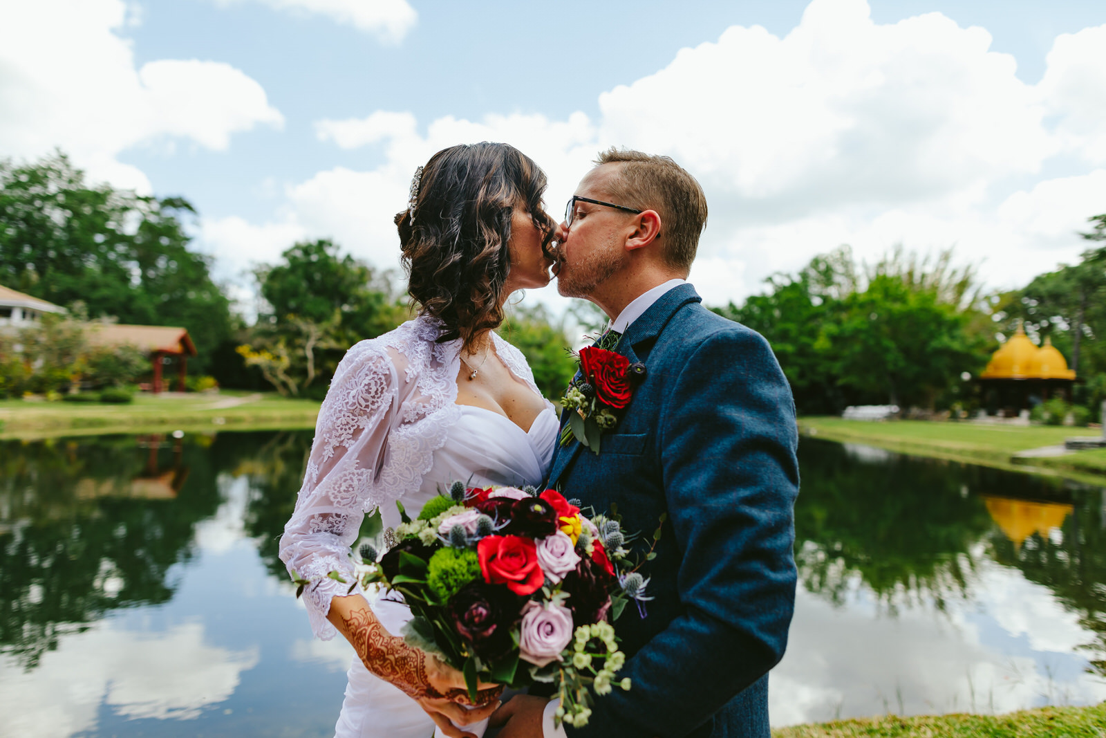 kashi-wedding-portraits-bride-and-groom-tiny-house-photo-weddings-kissing.jpg