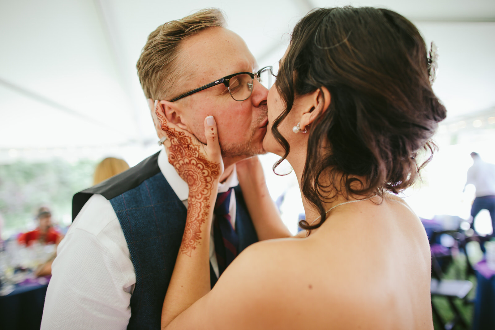 kashi-wedding-reception-tiny-house-photo-bride-groom-kissing.jpg
