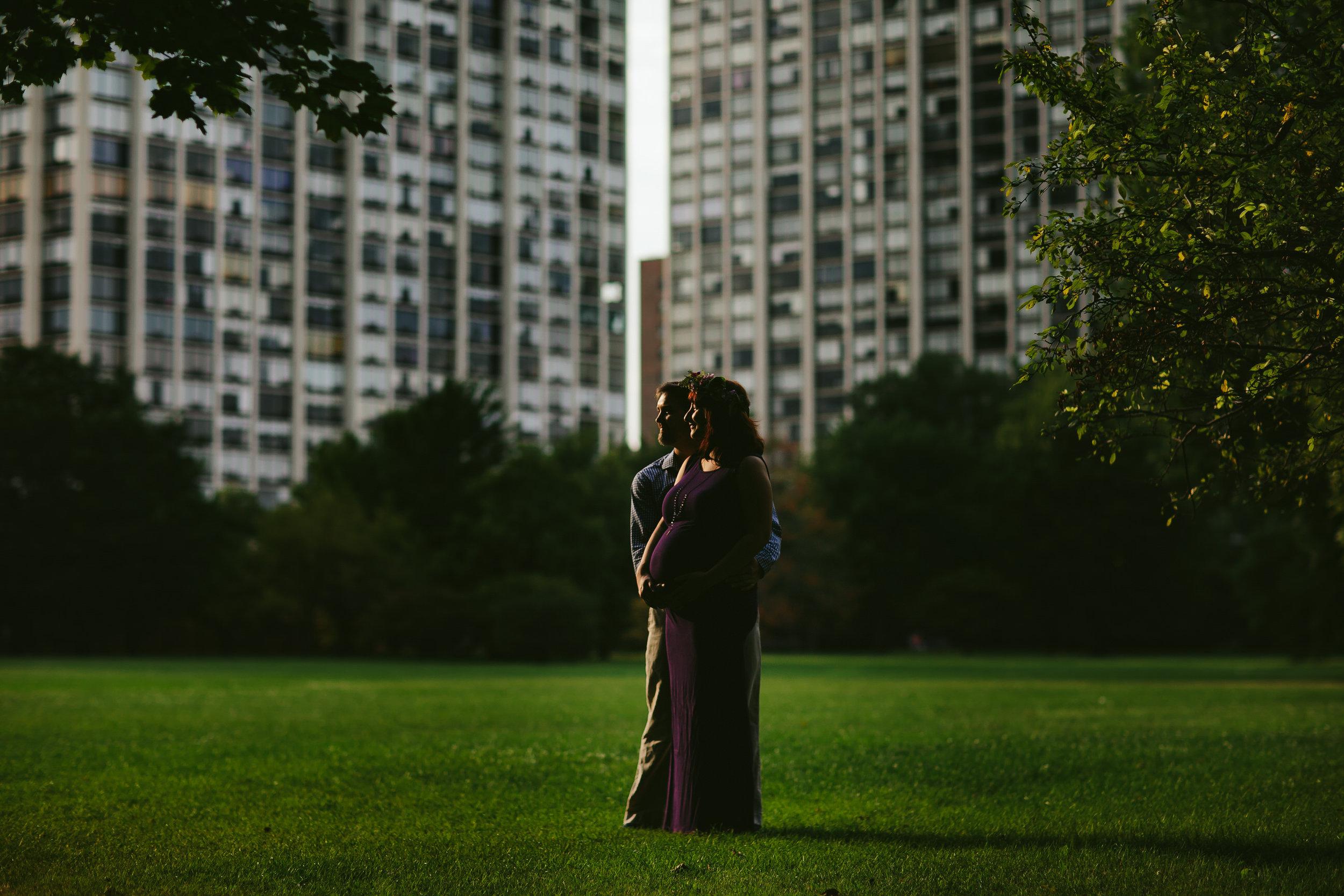 Community Garden Edgewater Chicago Pregnancy Portraits.jpg