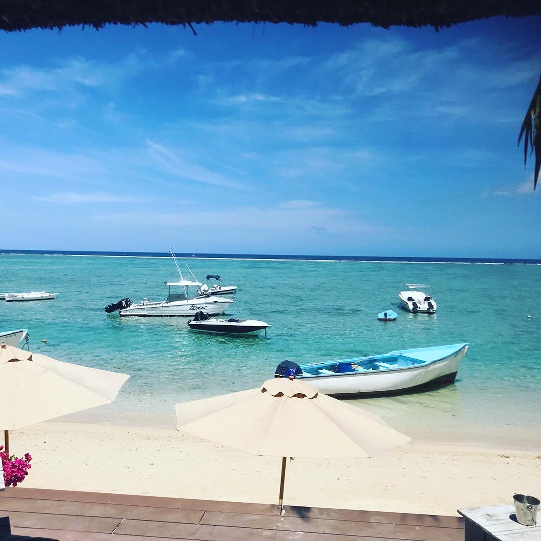 honeymoon hotel beach: Mauritius