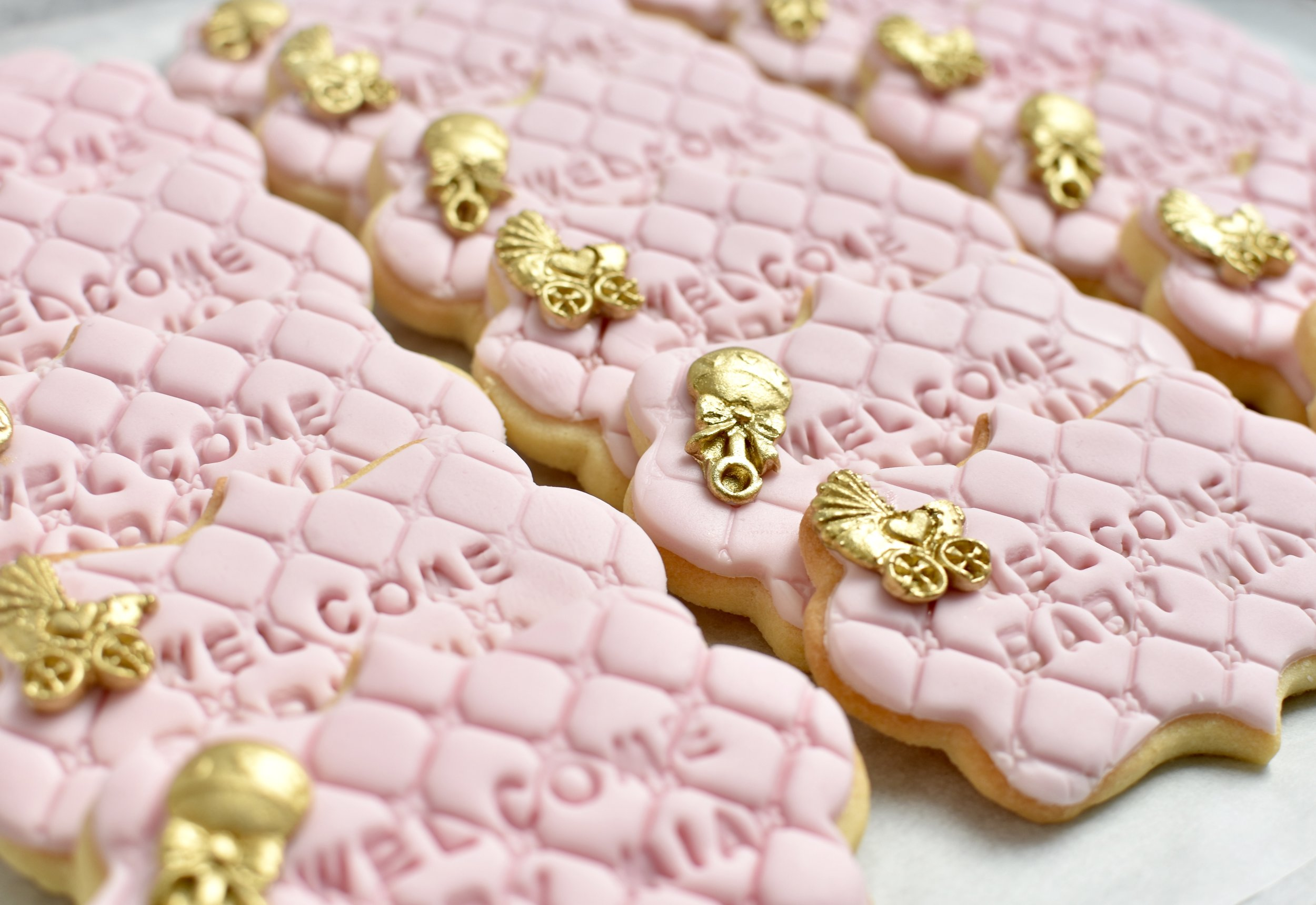 FONDANT SUGAR COOKIES  From $3.50 each  Minimum Order Quantity : 20   THIS ITEM MAY CONTAIN NUTS