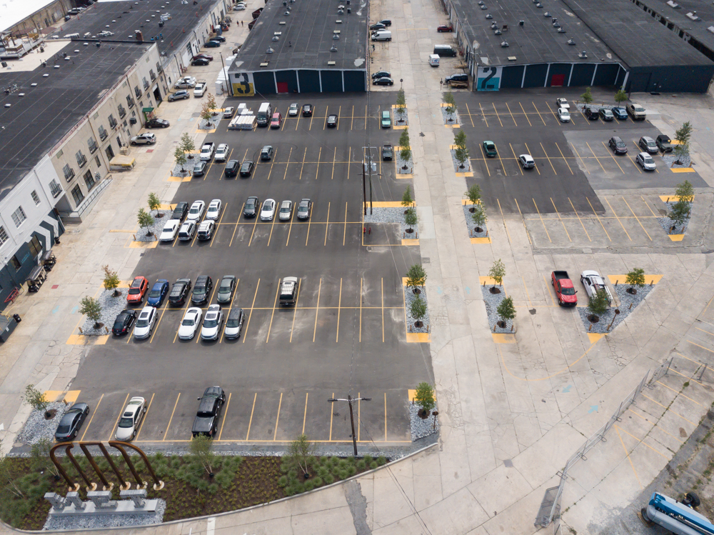 2. Parking Lot - Here you will find ample guest parking. Parking is also available along alley walls, however we strongly caution to avoid parking in front of doorways and loading dock entrances. Obstructing entryways will result is your car being towed by MET property management.