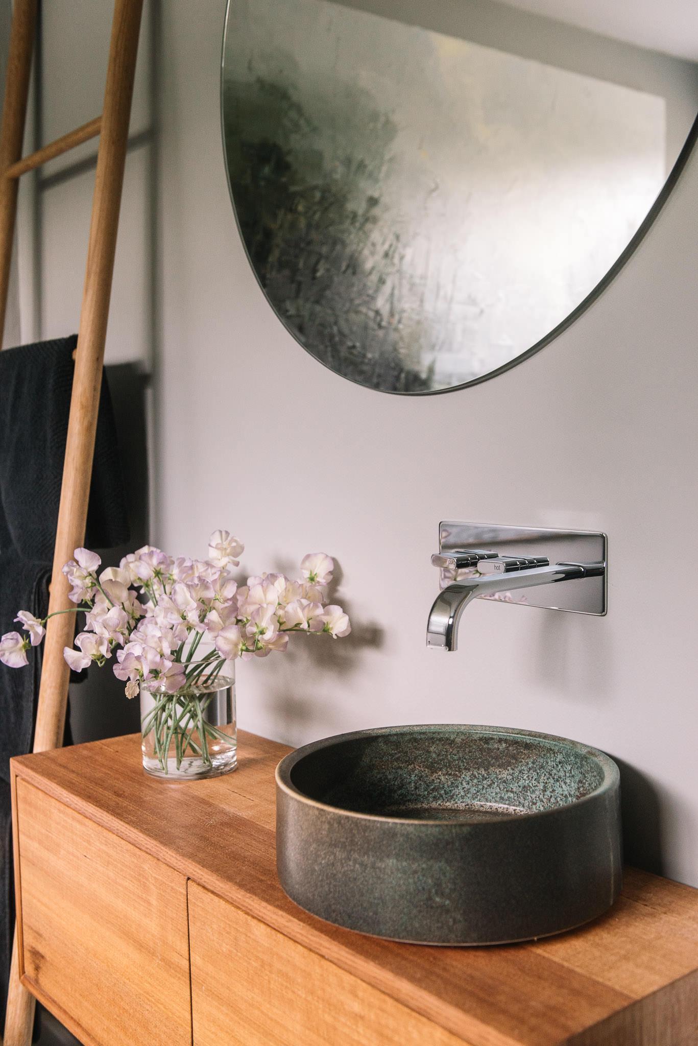 Lindsey Wherrett ceramic handbasin