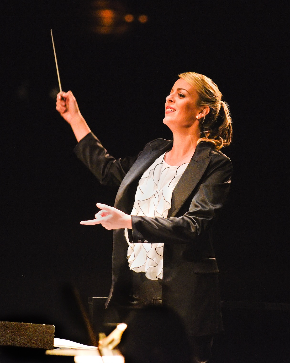 jessica-gethin-conducting.jpg
