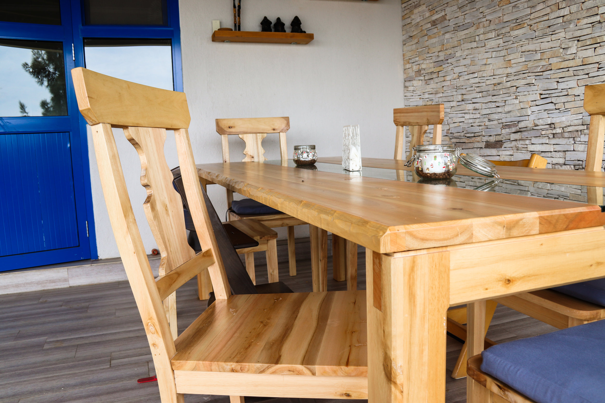 Dining set in white eucalyptus and glass inray