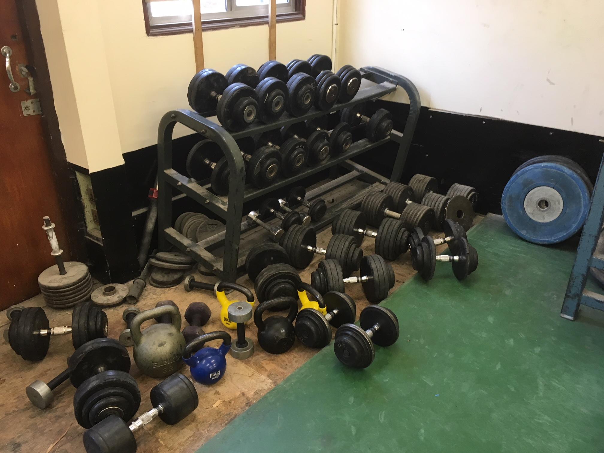 Heavy Weights Gym (4).JPG