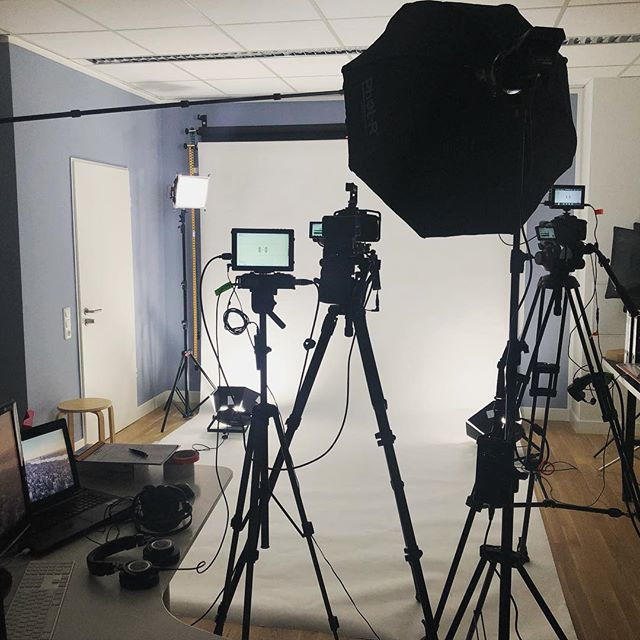 Yesterday's setup for some clips in multiple languages. 🎥 🇷🇺🇵🇱 results coming soon 🎬 #bilingual #filmmaking #filmmakers #setlife #panasonicgh5 #aputuretech #videoproduction #videomaking #cinematography #cinematographer #onset