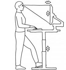 Stående Arbetsposition - Bra arbetsposition stående Bilden visar en bra arbetsposition i stående. Skärmen är placerad i höjd med bröstkorgen, bordet är i sådan höjd att armbågen håller en lätt öppen vinkel. Några bord har också fotstöd som kan bidra till att avlasta ben och rygg och därmed ge variation i arbetspositionen.Vanligtvis bör man ha 15-30 graders vinkel från ögats horisontallinje till en punkt mitt på skärmen. Avståndet till skärmen beror på användarens syn. Normalt synavstånd varierar mellan 50-70 cm.
