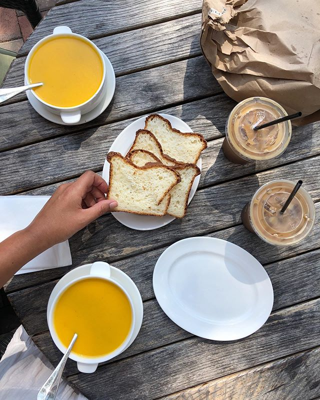 Hello there...it's been awhile! 😏 // perfect light summer meal with Mom 🌞 gazpacho with fresh baked #glutenfree bread from our favorite local French bakery and an iced almond milk dirty chai ☕️