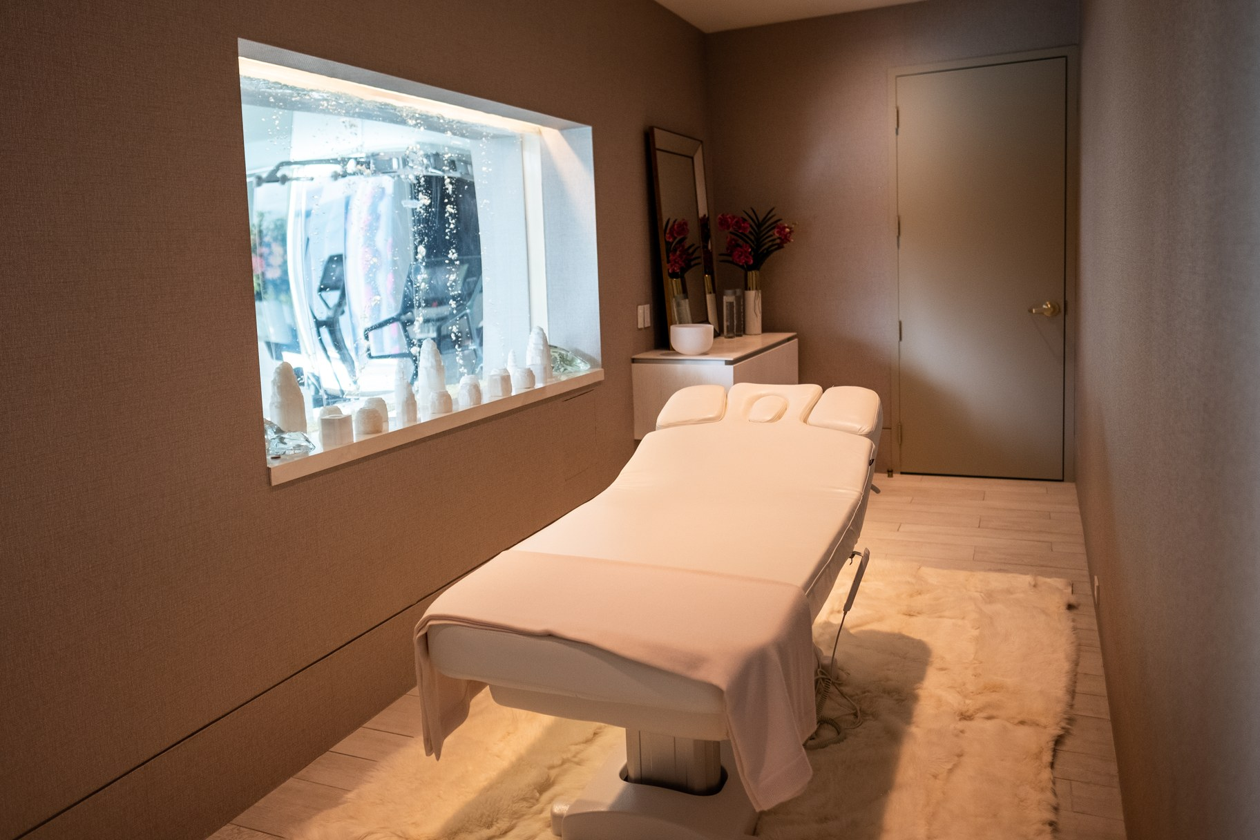 The massage room and bubbling fish tank.