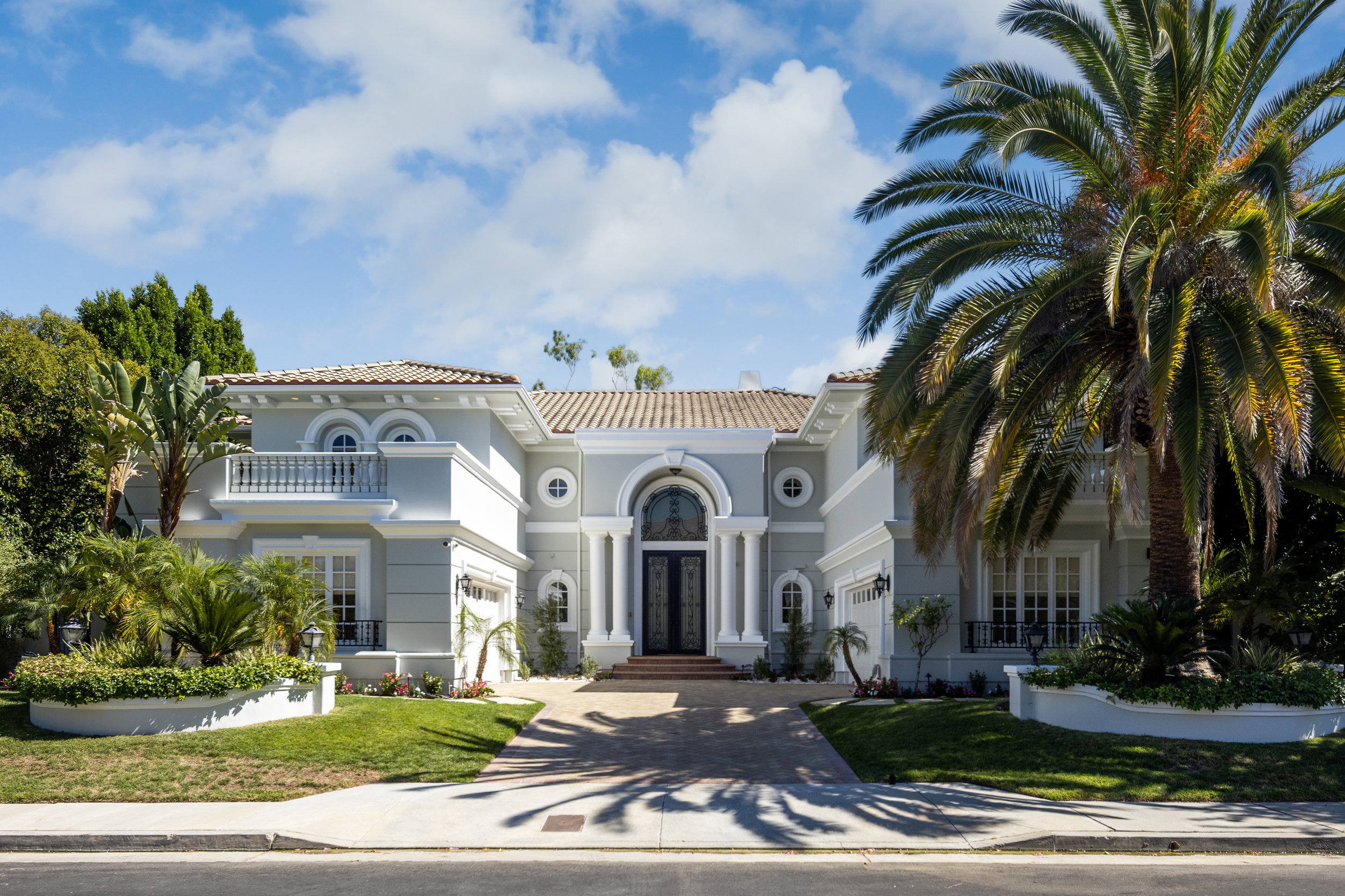 Built in 2000, the two-story home in Mulholland Park has seven bedrooms, seven bathrooms, a dramatic foyer with dual staircases and a two-story living room with a floor-to-ceiling fireplace. (Hilton & Hyland)