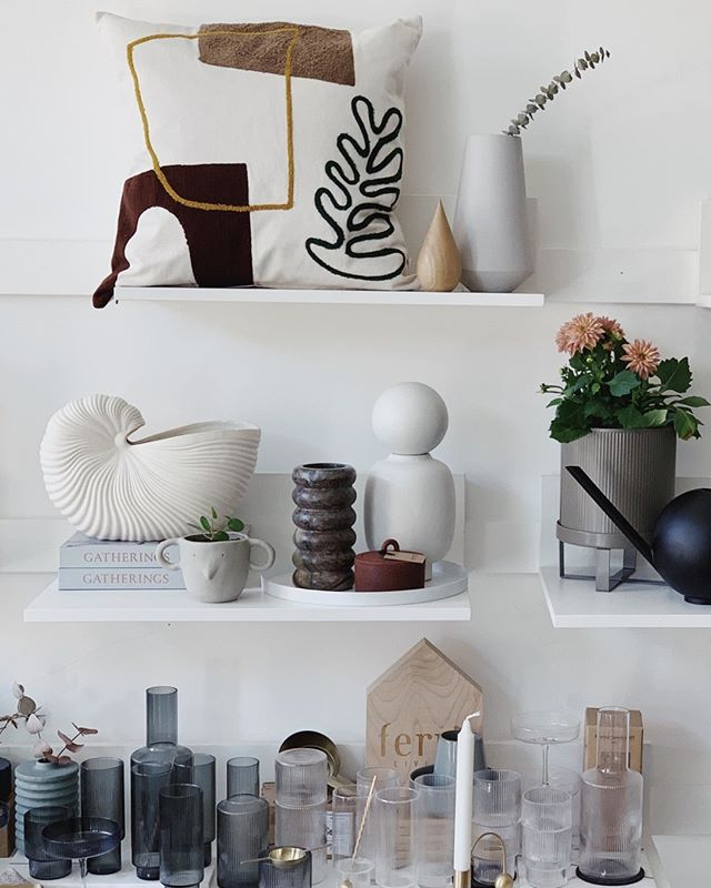 """Stunning shelfie at @lifestoryedin store brightening up our Sunday morning. Which is your favourite piece?⠀⠀⠀⠀⠀⠀⠀⠀⠀ ________________________________________________________ ⠀⠀⠀⠀⠀⠀⠀⠀⠀ """"I had so many ideas today I had to start recording on the mic 🎤 via my notes app while I was walking which definitely, DEFINITELY got me a few funny looks ...⠀⠀⠀⠀⠀⠀⠀⠀⠀ """"New line, new line, new LINE godamit"""" (anyone else do this? 😊️😂 if you know you know)⠀⠀⠀⠀⠀⠀⠀⠀⠀ Today's shelfie brought to you by @lindform_ab @narcissus_flowers @forgecreative @fermliving and me 👩🏼💻""""⠀⠀⠀⠀⠀⠀⠀⠀⠀ ________________________________________________________ ⠀⠀⠀⠀⠀⠀⠀⠀⠀ #shopsmallsaturday #shelfiestyling #shelfiesaturday #itsfridayfriday #fermliving #visualmerchandise #littlestoriesofmylife  #interiordesign  #nordicinspiration #shopsofinstagram #theshopkeepers #mytrouva #fortheindependents #shopkeepers #ihavethisthingwithshops #scandinavianinteriors #scandistylehome #visualmerchandising #whywhiteworks #merchandising #sharingaworldofshops #thecliquelifestyle #theclique #onlineresource #interiorscommunity"""
