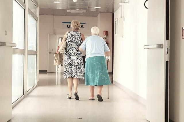 elderly-1461424_640 warm.jpg