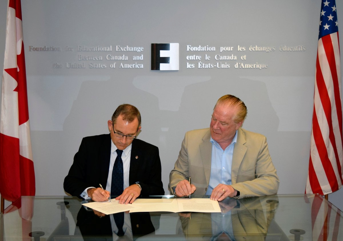 Dr. Summerby-Murray and Dr. Michael Hawes, CEO of Fulbright Canada, sign an MOU in Ottawa on September 18.