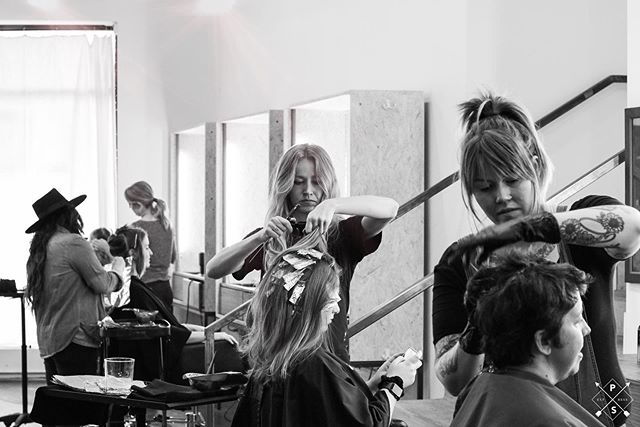 🔺Work Zone Ahead 🔺 Love this action shot of our team doing what they do 💪🏼 Photo by @shannontommyphoto . . . #youareok #localhoneynashville #localhoneyeast #bossbabesunite #thegirlgang #nashvillestylist #nashvillehairstylist #birminghamhairstylist #chattanoogahairstylist #louisvillehairstylist #behindthechair #americansalon #modernsalon #beautylaunchpad