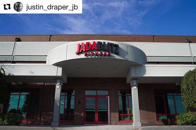 #Repost @justin_draper_jb with @get_repost ・・・ - Shake bar✔️ Café✔️ Lounge area✔️ Concierge services✔️ - Towel services - Lavender scented cooling towels - Bottled alkaline water - Fresh fruit Retail clothing and supplement shoppe✔️ Spray tanning✔️ Physical therapy✔️(KinetX PT inside)  Pilates✔️ Massage✔️ - Jada 2.0, not just another gym. 😉
