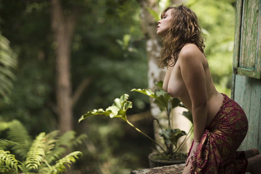 sensual outdoor boudoir photography in nature destination bali