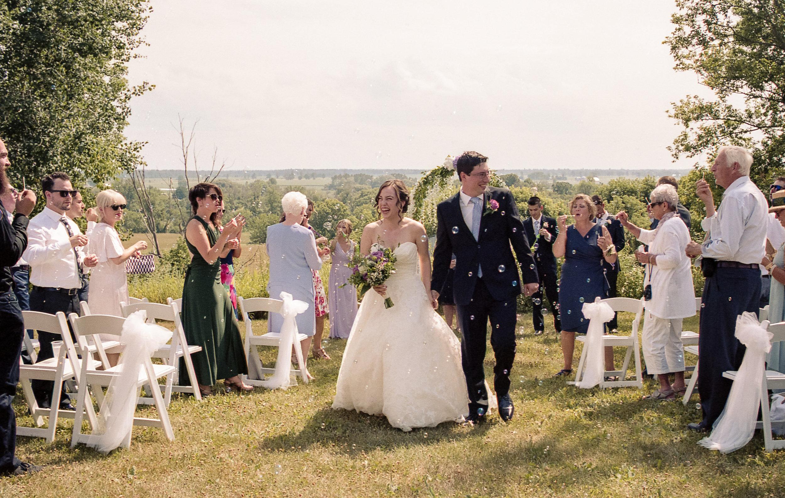 bubbles_wedding_aisle_bride_groom
