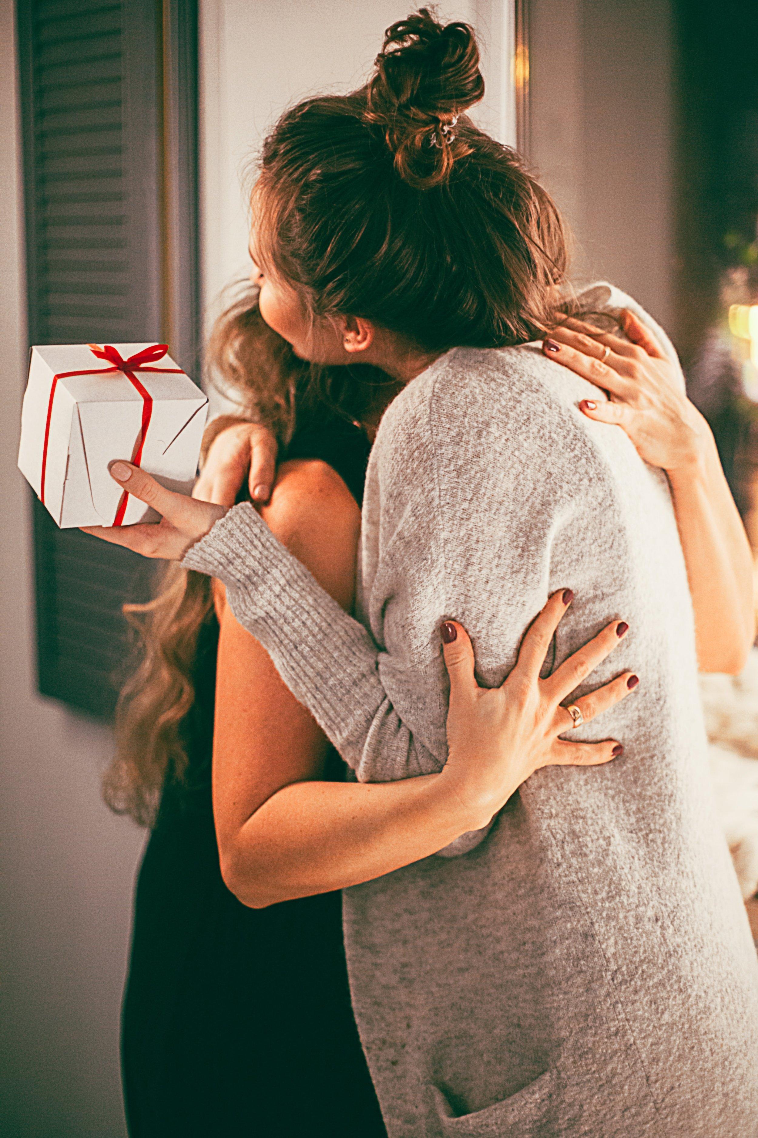 adults-affection-christmas-family-1261368.jpg