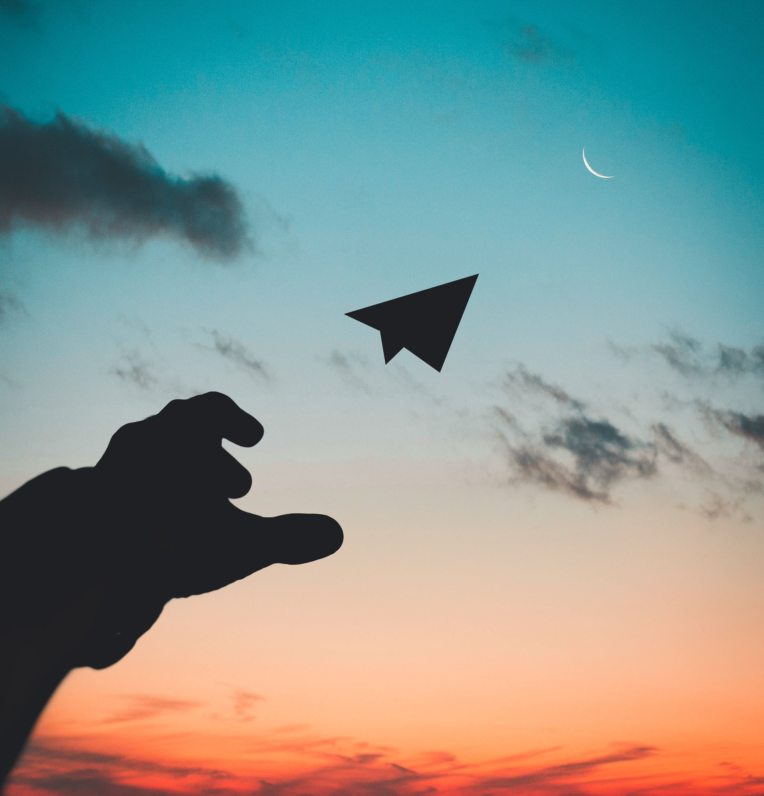 airplane-backlit-clouds-1262304.jpg