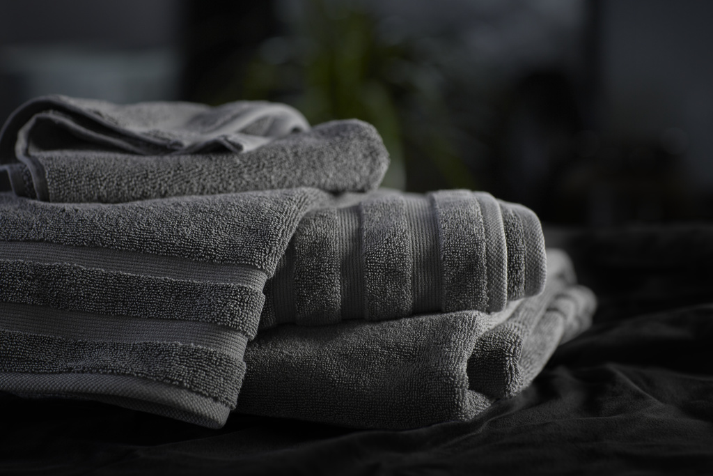 KOHLER® TURKISH BATH LINENS IN THUNDER™ GREY   Turkish cotton towels with textural stripes mimic the athletic detailing of the home kit.   LEARN MORE