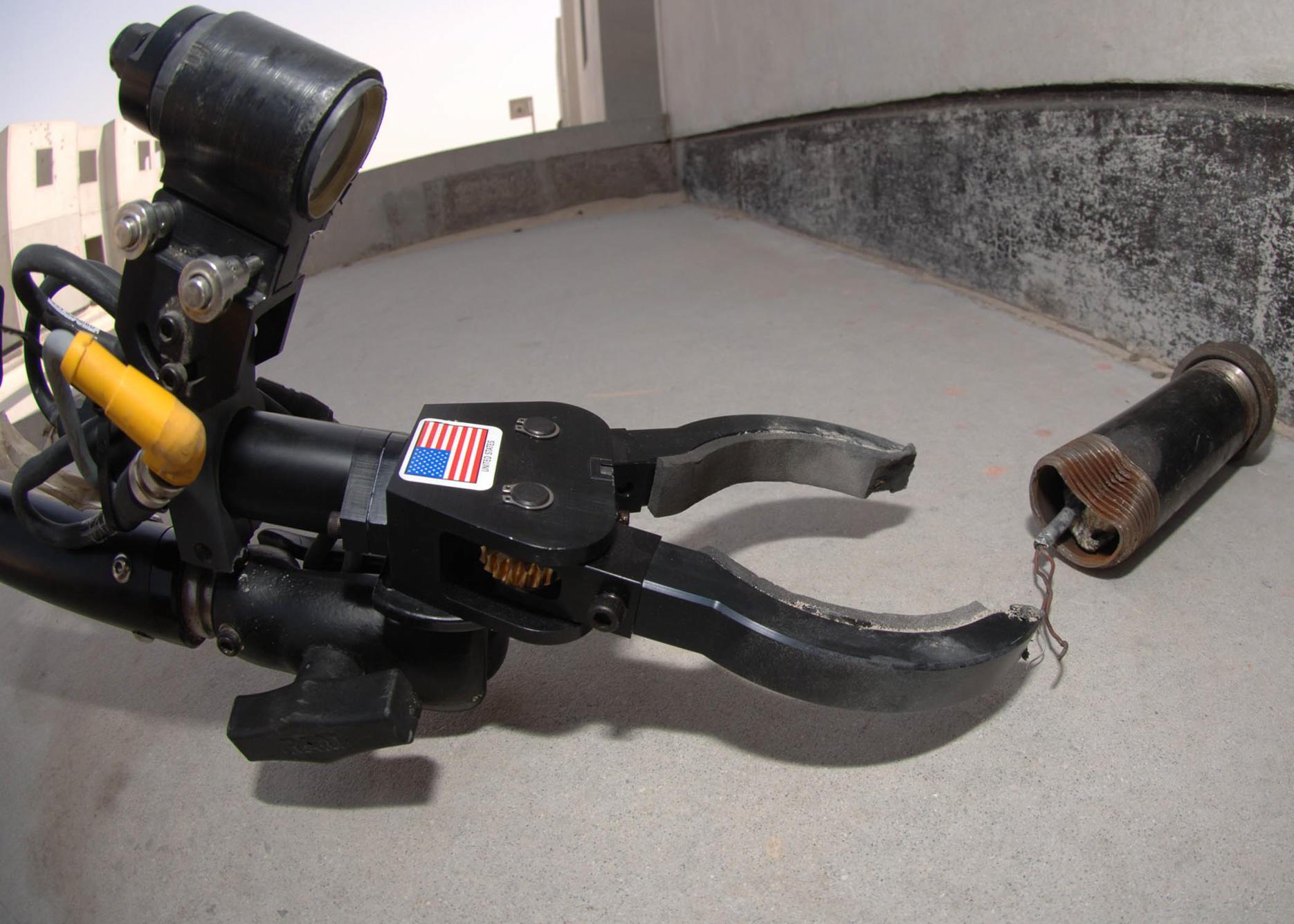 remote-robotics-diffusing-bomb