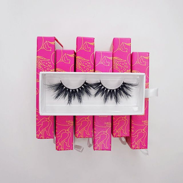 "Escandalosa lashes al 💯⠀ ⠀ Ordena las tuyas! ⠀ ⠀ ⠀ Shop our handcrafted luxurious lashes⠀ Reusable up to 25 times! ⠀ Www.vidacosmeticsshop.com⠀ Use code FAMILIA for 20% off⠀ ⠀ Www.facebook.com/shopvidacosmetics⠀ ⠀ Join our text alerts to get alerted on giveaways, sales, restocks, Facebook lives, & much more! ⠀ 🤳🏼text ""@vidalash"" to 81010⠀ ⠀ ⠀ #lashes #latina #beauty #makeup #mua #abh #maquillaje #maquiagem #anastasiabeverlyhills #glow #vidacosmetics #vida #fiercesociety #wakeupandmakeup #motd #latinaowned #womanowned #ojos #makeupmafia #makeupartist #morphebabe #vidabeauty #eyelashes #makeuplookoftheday #makeupjunkie #makeuplover #makeupaddicts #LatinAmerica #latinx #latinas"