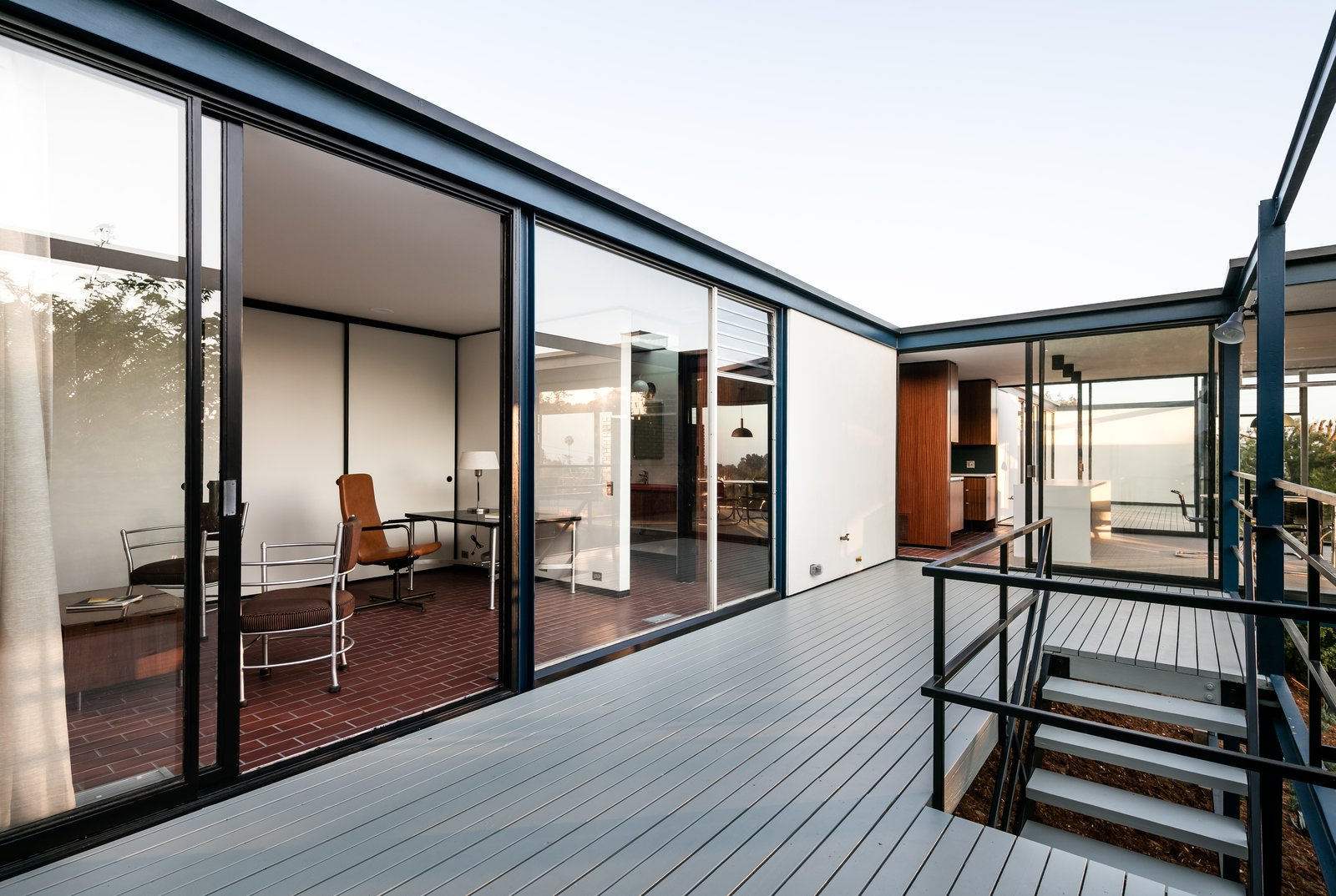 the-deck-enables-easy-outdoor-living-and-dining.jpg