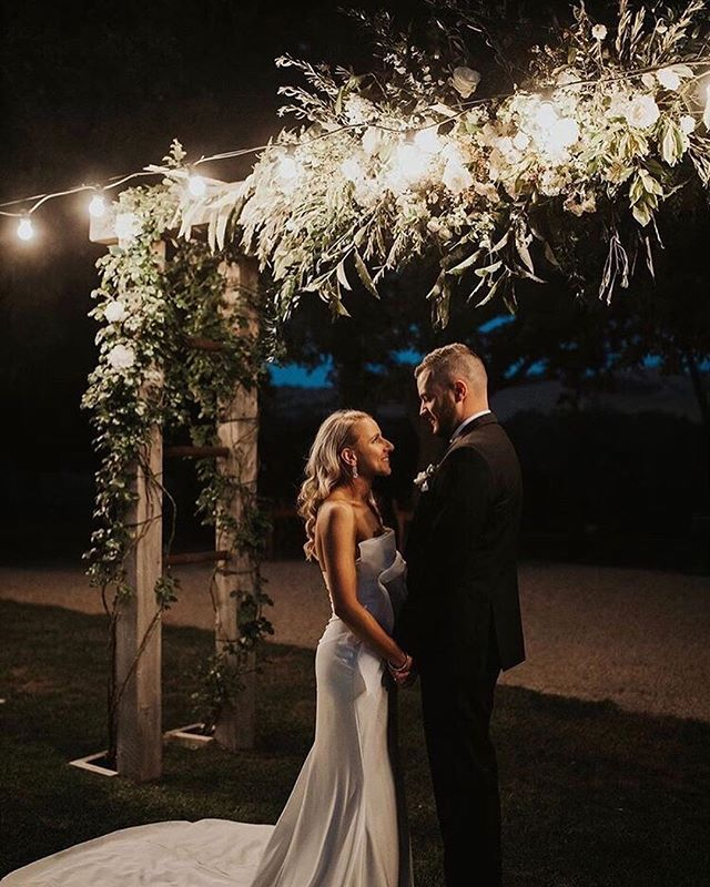Lizzy & Daniel 🍃 ... Romantic moments, and glowing flowers ✨