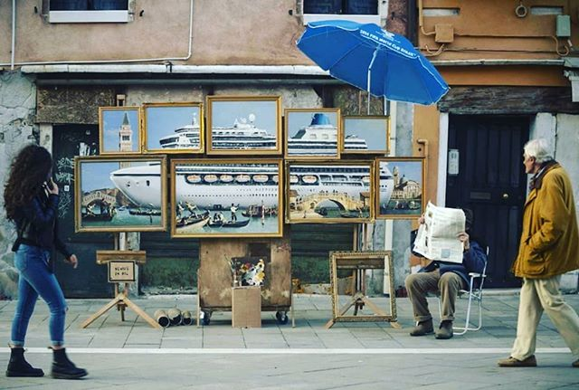 #banksy crashes the #venicebiennale  after never being invited. #newterritories #artengagement