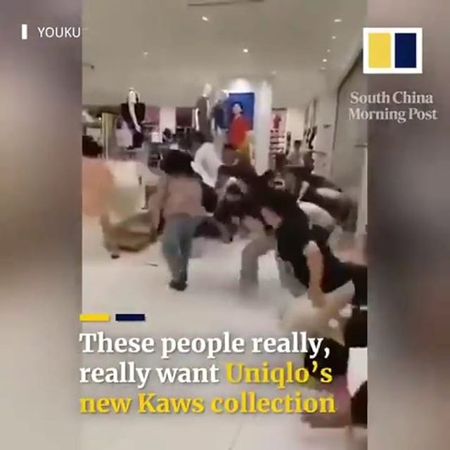 China has been going INSANE for the new#kaws #uniqlo limited edition collaboration. The hashtag #everybodykaws has been seen 140 MILLION times on #weibo. We at ArtFlow are experts in guiding brands in strategic art collaborations. Contact us today! #uniqloxkaws #artxbrands #artcollaborations #marketing #branding #fashion