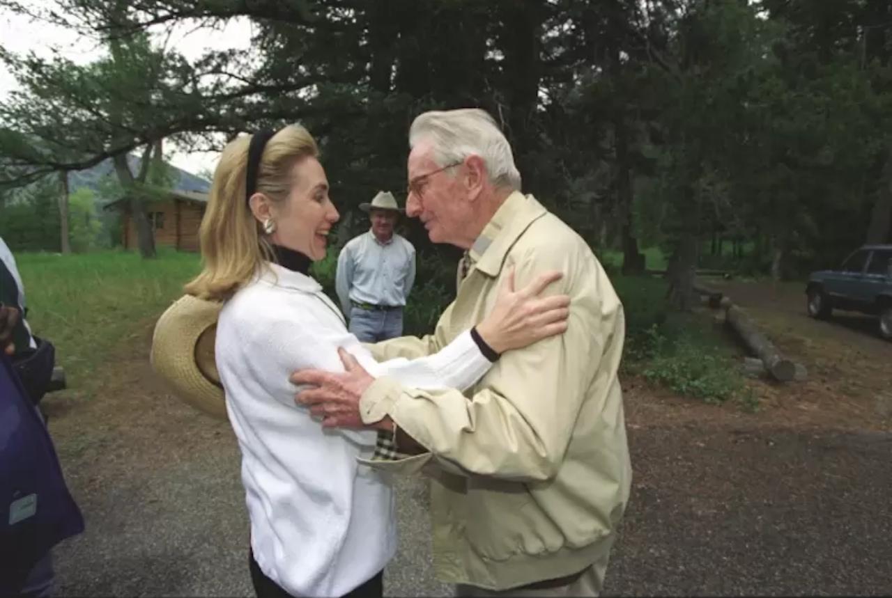 Hillary Clinton y Laurence Rockefeller, 1995.