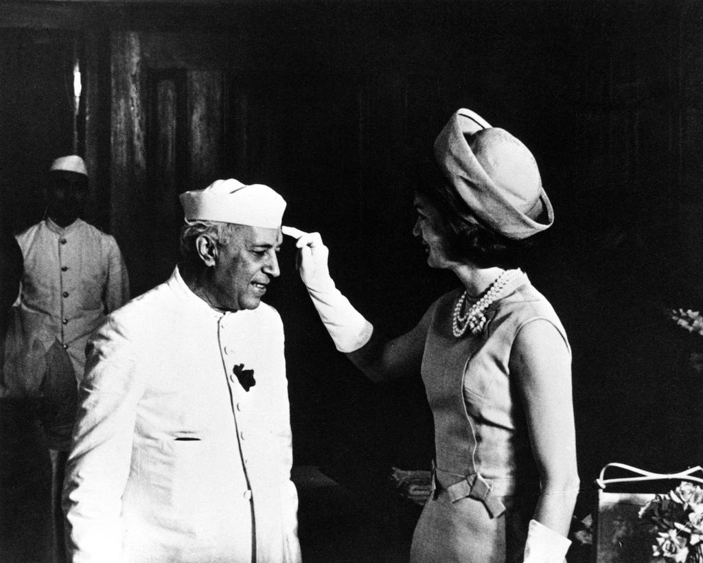 Jackie Kennedy y Nehru durante el Holi.