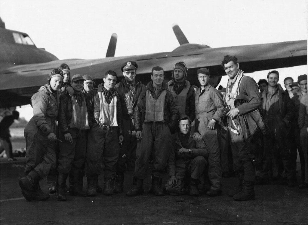 El escuadrón de Clark Gable (él es el primero por la derecha).