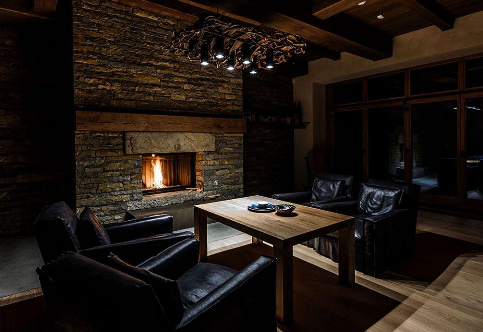 living-room-1601b.jpg